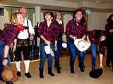 Tanzende TCI-Mitglieder